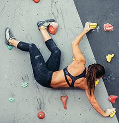 全身の筋肉を使うボルダリング